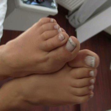 Footjob! Meine Kleinen Füße Größe 35 brauchen Sperma!